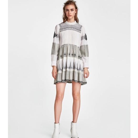 05bd23f128dc Zara Mini Embroidered Contrasting Dress. M_5b13e1b49fe4863b67c1f3c5
